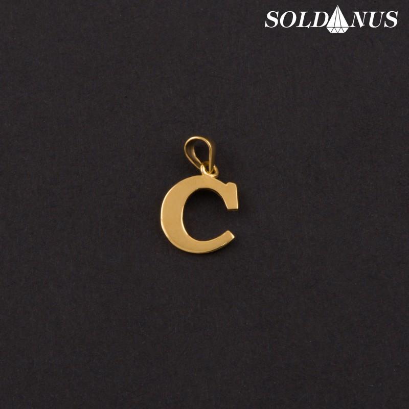 Zlatý prívesok písmeno C