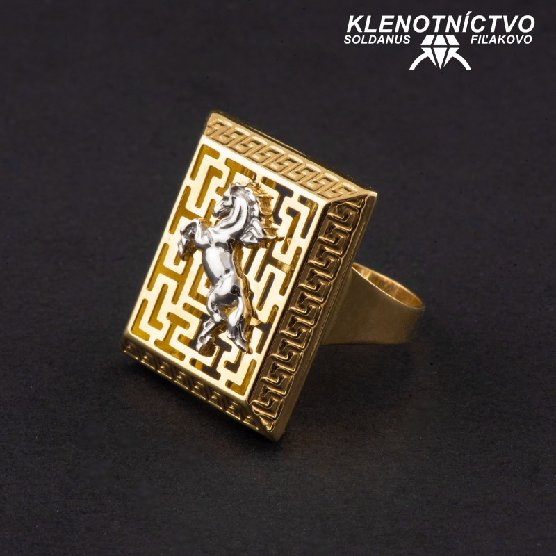 Zlatý prsteň dvojfarebný antický vzor s koňom 64mm