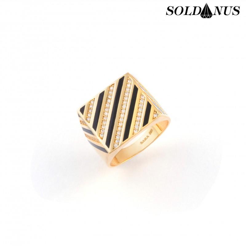 Zlatý pánsky prsteň s ónixok vykladaný zirkónmi